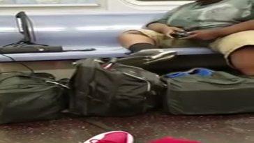 il-joue-a-la-xbox-360-dans-le-metro-de-new-york
